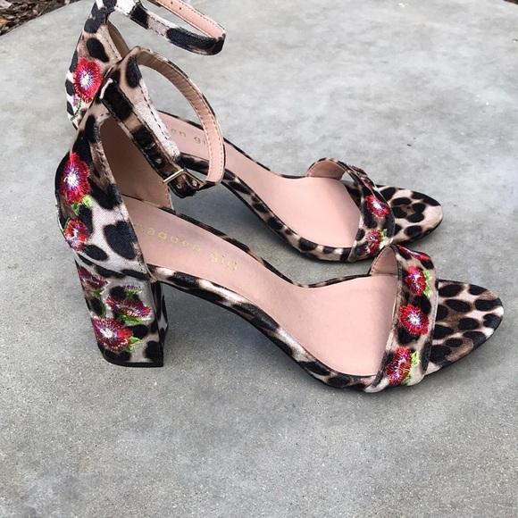 ed37e80cd53d NWOB Animal Print Floral Block Heel Sandals 9